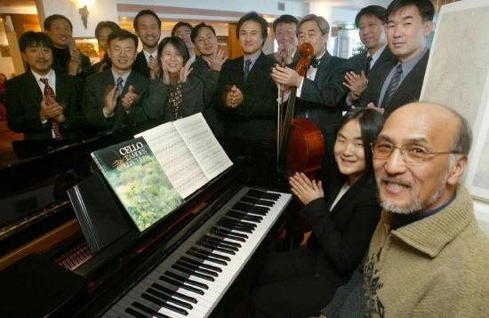 지난 2003년 허진호 아이네트 창업자 등 제자들이 마련한 회갑기념 행사에 참가한 전길남 KAIST 명예교수(제일 오른쪽)