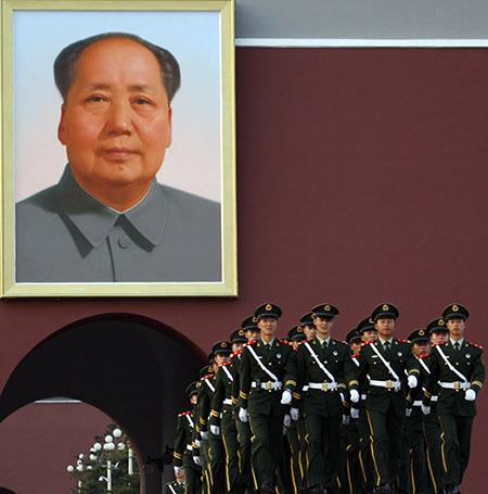 중국 베이징 천안문에 걸린 모택동 전 국가주석의 대형 초상화./AP