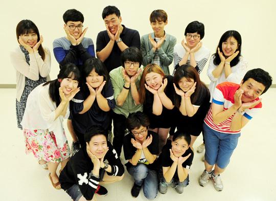 '밝은얼굴 찾아주기 봉사단'의 15명 젊은이들.