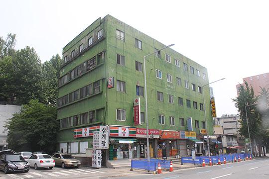 '풍전아파트'라 불렸던 현재의 충정아파트 모습.