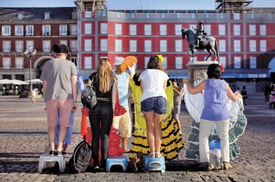 앞모습은 플라멩코 무용수랍니다… 스페인 마요르 광장의 풍경