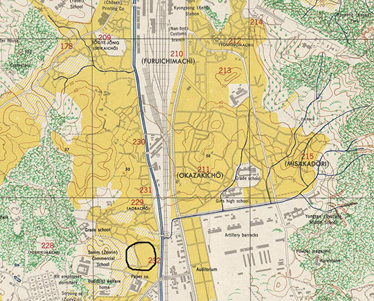 미 군정에서 1946년 발행한 지도상에 표시한 서울수용소의 위치. 우측의 일본군 기지와 그 위쪽의 신궁과 상당히 가까우며 좌측의 효창공원은 당시 일본군의 주요 숙영지였다.