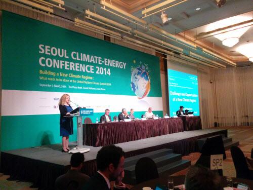 헬라 쉬흐로흐 GCF 사무총장은 3일 오전 서울 중구 플라자 호텔에서 열린 '2014년 서울 기후에너지 콘퍼런스'에서 한국 정부가 적극적으로 재원 마련에 나서달라고 호소했다. /남민우 기자