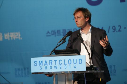 4일 서울 장충동 신라호텔에서 열린 '스마트클라우드쇼 2014'에서 크리스토프 스트레차(Christoph Strecha) 픽스4d(Pix4d) 최고경영자(CEO)가 기조강연을 하고 있다.