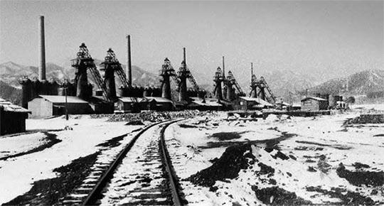 고레카와제철의 삼척 공장을 모태로 한 삼화제철공사(1954년 6월 가동).
