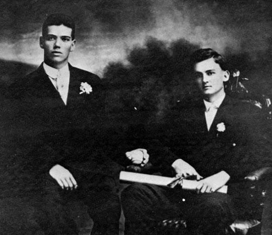 젊은 시절의 밴 플리트(왼쪽).