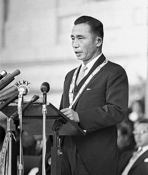 1963년 12월 17일 제5대 대통령 취임식에서 취임사를 하고 있는 박정희 대통령.