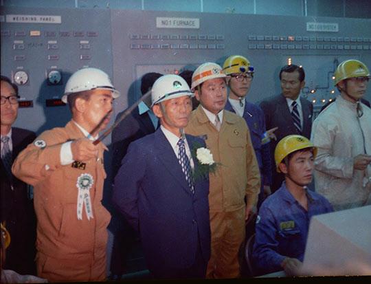 1973년 7월 3일 포철 제강공장 제어실에서 박정희 대통령과 박태준 사장.