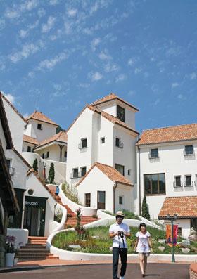 프랑스 남부 지방의 전원 마을 분위기를 재현한 관광지 쁘띠 프랑스