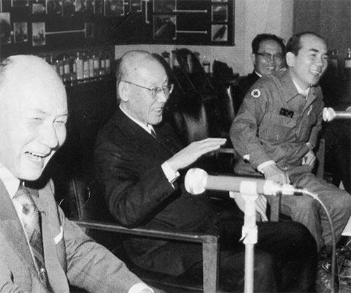 1978년 5월 안동 도산서원을 방문한 야스오카 씨(가운데), 야기 노부오 씨, 박태준 사장.