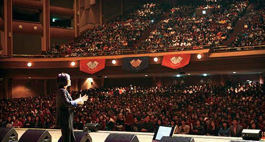 수천 명의 관객을 몰고 다니던 강사 김미경이 소극장 토크콘서트에 도전한다. /이덕훈 조선일보 기자