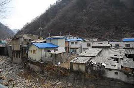 상동광산의 열악한 사원주택단지.