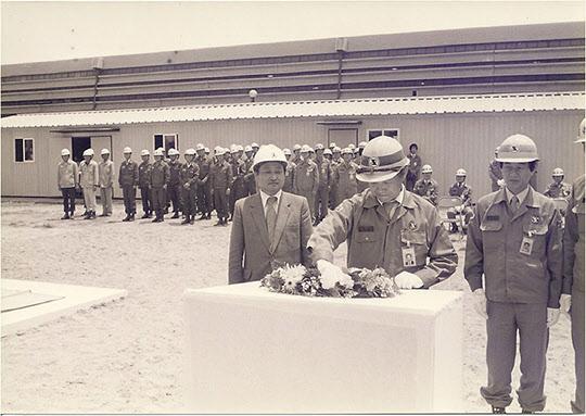 포항제철 기술연구소 3연구동 착공 버튼을 누르는 김철우 부사장.