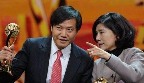 1800억원이라는 거액의 돈내기를 하는 레이쥔(왼쪽)과 동밍주.