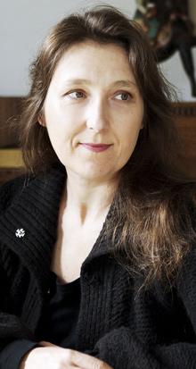 파격적인 언어로 소녀의 성장기를 그린 소설'가시내'의 작가 마리 다리외세크.