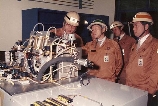 김철우 박사(가운데, 1984년 포스코 기술담당 부사장).