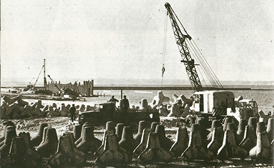 1969년 포철 항만 건설 모습.