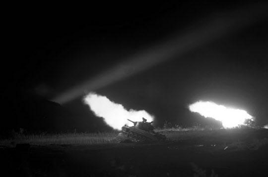 미군 전차의 야간 포격..