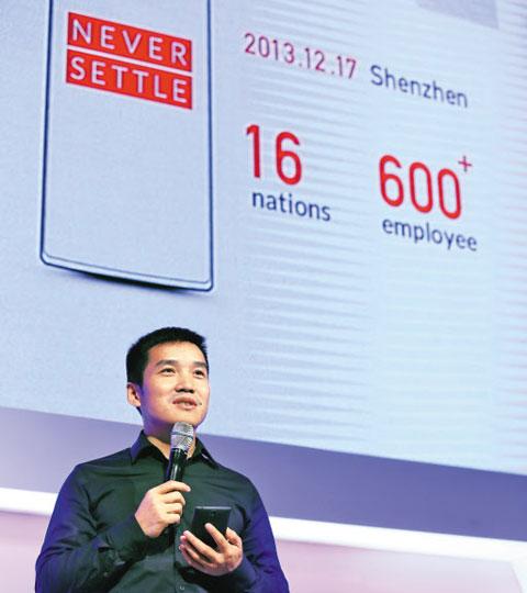 피트 라우 원플러스 창업자가 지난달 25일 서울 광진구 쉐라톤 그랜드 워커힐호텔에서 열린 '스타트업 네이션스 서밋 2014' 행사에서 강연하고 있다. '안주하지 말라(Never Settle)'는 사훈과 함께 16개국에서 온 600명 직원이란 다양성을 강조했다.