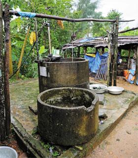 마을 주민 두세 집이 함께 쓰는 우물. 우물설치에 드는 비용의 30%는 주민들이 부담하고, 직접 공사에도 참여했다.