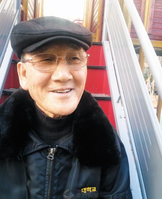 """김방락씨는""""나 같은 경비원이 내놓으면 가진 사람들도 조금씩 베풀지 않을까 생각했다""""고 말했다."""