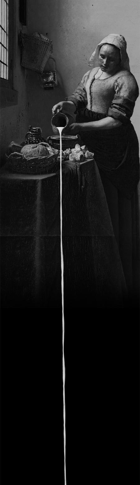 베르메르 그림 '우유 따르는 여인'을 차용해 만든 영상 작품 '베르메르의 하루'. 모니터를 세로로 길게 연결해 우유가 물줄기처럼 흘러내린다