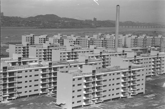1970년대 초반 서울 반포지역에 지었던 한 아파트 단지.