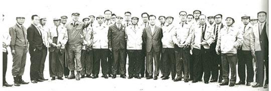 일본조사단의 포철 현장 기념촬영