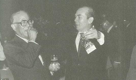 1985년 한일경제인회의에서 아카자와 씨와 옛일을 회상하는 박태준 회장