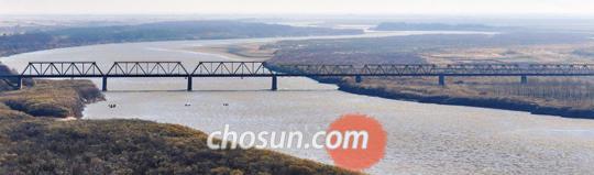 작년 11월 두만강 하류의 중국 팡촨 전망대에서 바라본 북·중·러 접경 지역.
