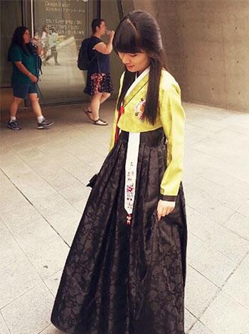 지난해 처음으로 직접 구입했던 한복을 입은 하나래씨/삼성전자 블로그