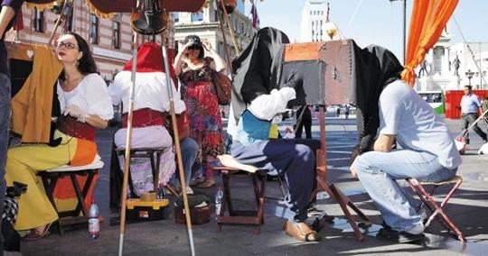 한사람을 위한 인형극… 옛 카메라를 닮은 칠레의 '람베 람베 극장'