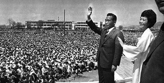 박정희 대통령의 1971년 대선 유세 모습