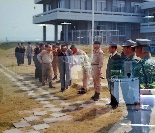 1971년 9월 2일 영일대에서 포철 직원들을 격려하는 박정희 대통령
