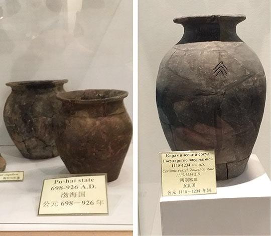 블라디보스톡 박물관에 보관중인 발해 토기(좌)와 금나라 토기(우)