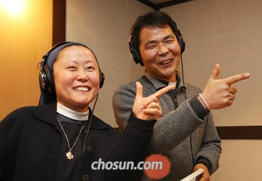 팟캐스트'수도원 책방'을 진행하는 황인수 수사와 김경희 수녀.