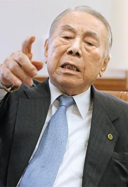 """이철승 헌정회 원로회의 의장은 """"3·1운동이 제1의 독립운동이라면 반탁 운동은 제2의 독립운동이며, 마지막 독립운동은 통일""""이라고 말했다"""