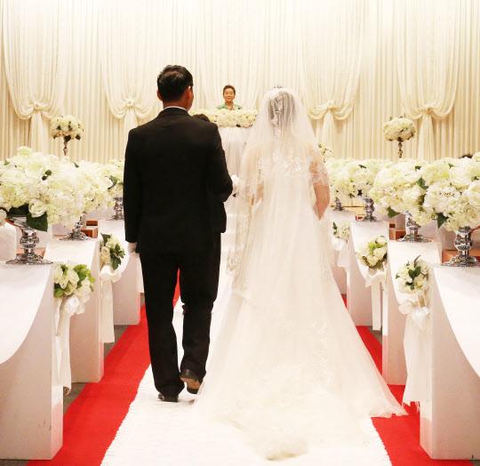 결혼식 문화를 간소화할 필요성을 인정해도 실천하기는 쉽지 않다. / 조선일보 DB