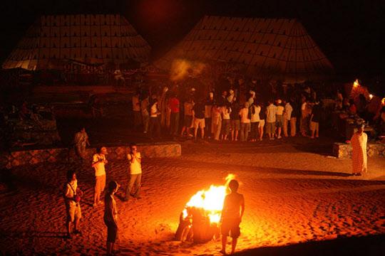 사하라 사막 한가운데서 진행하는 캠프파이어