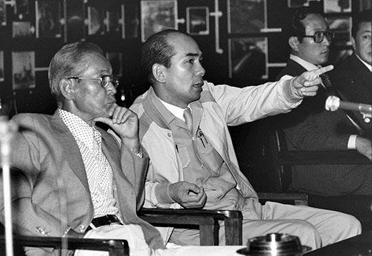 1977년 포철을 방문한 이병철 회장을 안내하는 박태준 사장