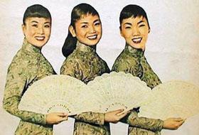 애자, 숙자, 민자라는 예명으로 활동한 여성 트리오 김시스터즈는 이미 1959년 미국에 진출해 큰 성공을 거뒀다. 악기 연주뿐 아니라 춤도 잘 췄던 이들은 한국 최초의 걸그룹으로 여겨진다.