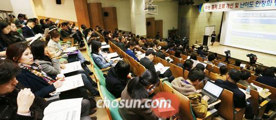 17일 교사와 학부모, 교수 등 100여명이 참석한 가운데'수능 출제 오류 개선 및 난이도 안정화 방안 공청회'가 서울교대에서 열렸다. /남강호 기자