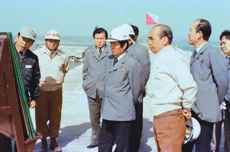 1978년 10월 포철을 방문한 최각규 상공부 장관과 박태준 사장