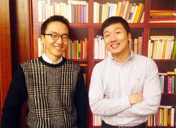 작곡가 이지수(사진 왼쪽), 그와 오랜 인연을 맺어 온 피아니스트 안종도/윤예나 기자