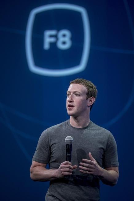 마크 저커버그 페이스북 CEO가 3월 25일(현지시각) 미국 샌프란시스코에서 열린 'F8' 개발자 콘퍼런스에서 기조연설을 하고 있다. 그는