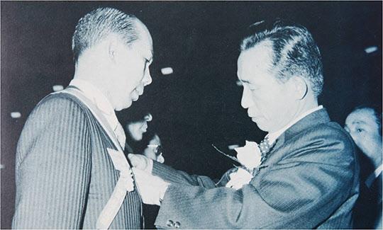 박정희 대통령과 박태준 사장.