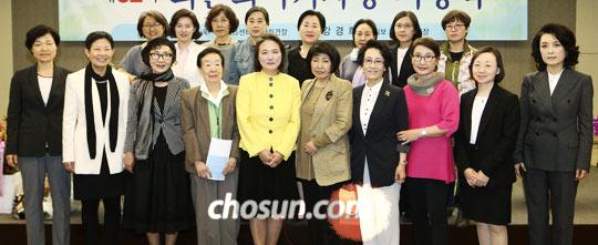 올해의 최은희 여기자상 시상식에 참석한 역대 수상자들.