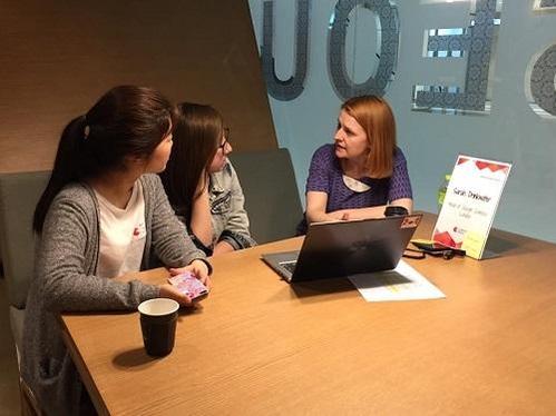 사라 드링크워터 캠퍼스 런던 총괄이 1대 1 여성 멘토링을 진행하고 있다./구글 캠퍼스 서울 제공