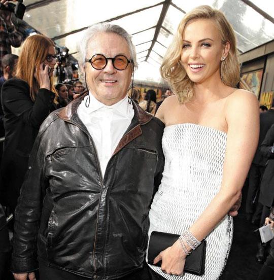 """조지 밀러 감독은""""480시간 길이의 촬영본을 2시간짜리 영화로 압축했다""""고 말했다. 사진은 지난달 7일 배우 샤를리즈 테론과 미국 LA 프리미어 상영장을 찾은 모습."""