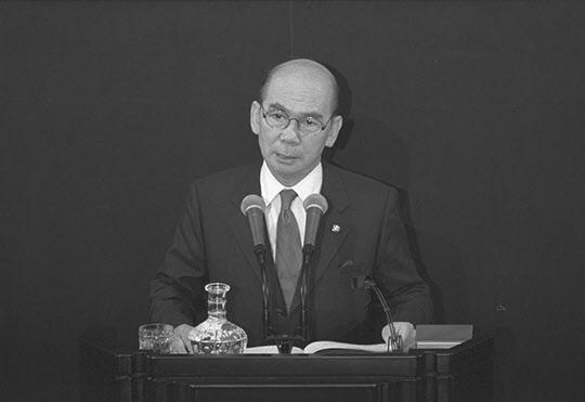 국회교섭단체 대표 연설을 하는 박태준 자민련 총재.